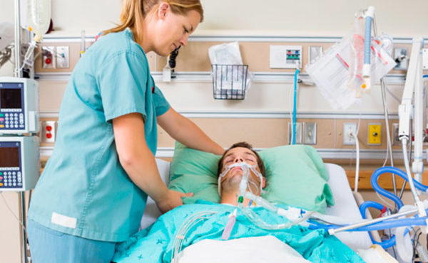 Atención especializada de enfermería al paciente ingresado en cuidados intensivos